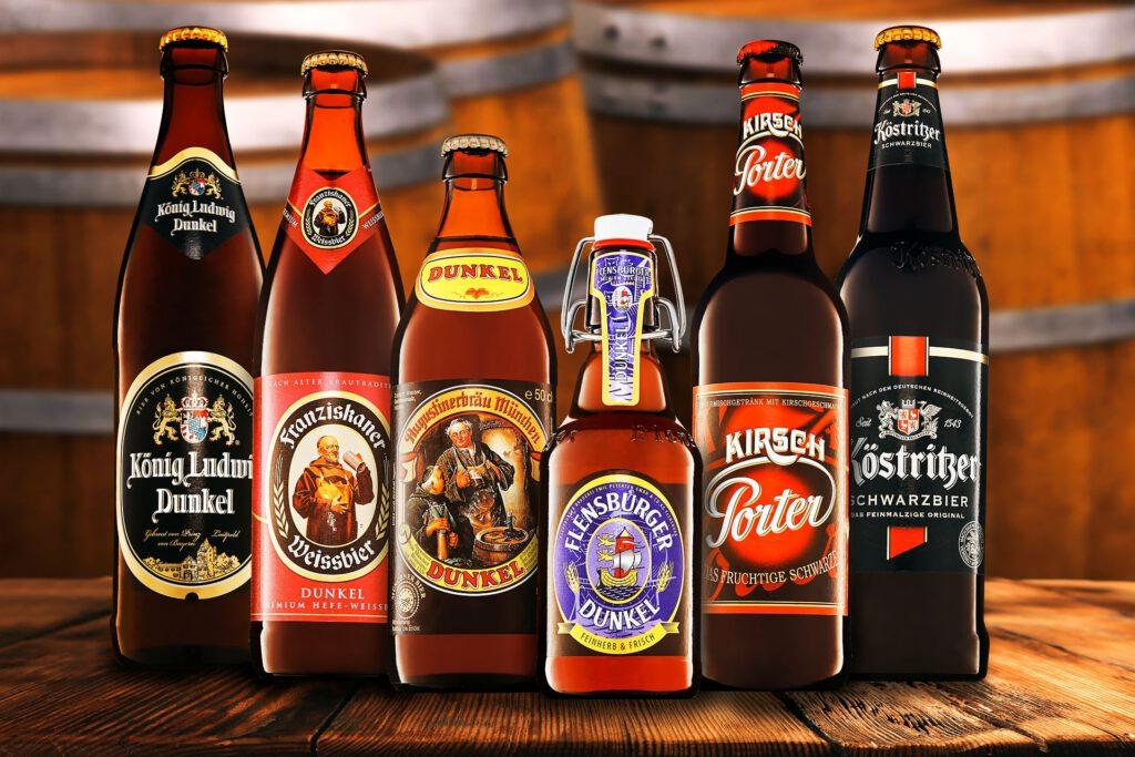 Getränkefoto Sechs verschiedene Schwarzbiere als Eye-Catcher