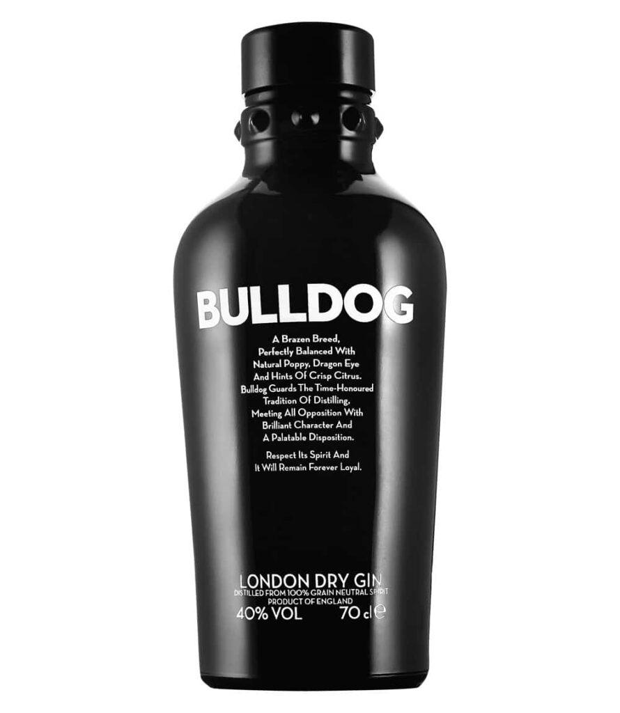 Schwarze Flasche vor weißem Hintergrund