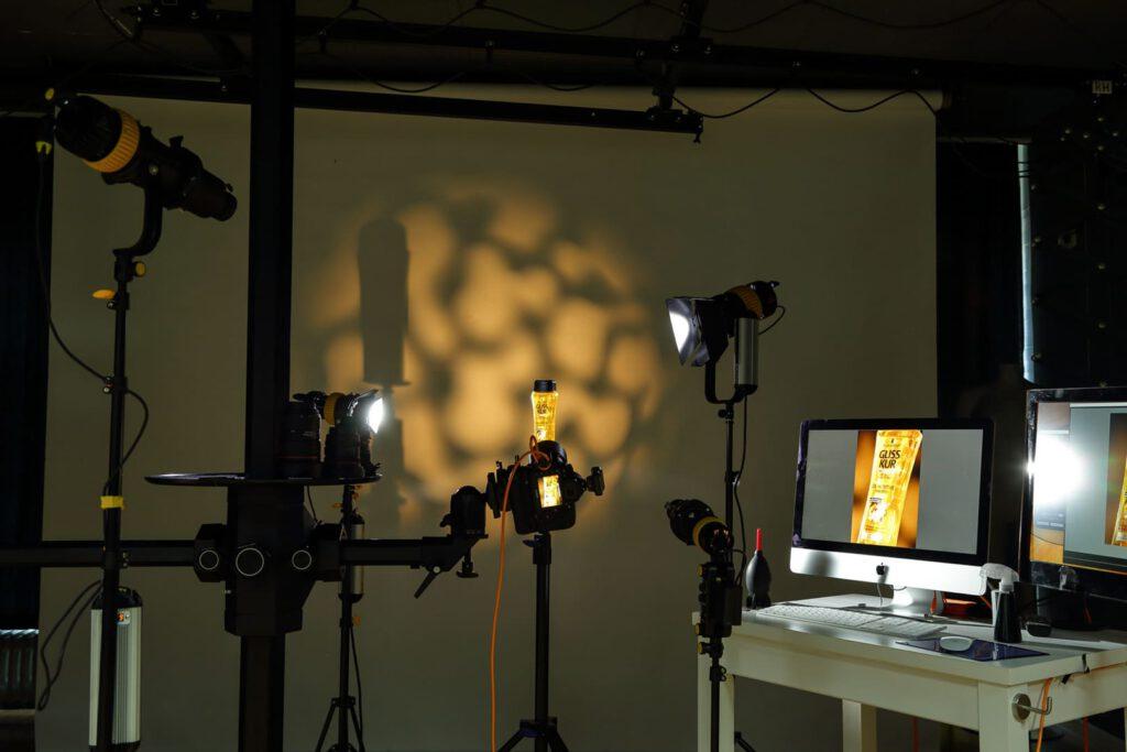 Fotografie Coaching Setupfoto von Beleuchtung in einem Fotostudio Dauerlicht