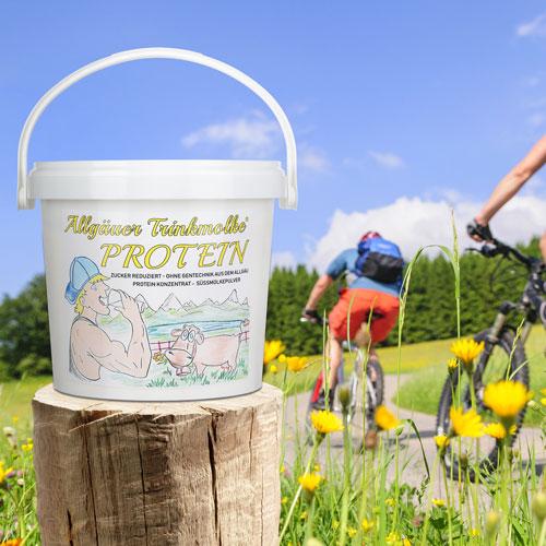 Eimer, Weide und Radfahrer als Werbefoto