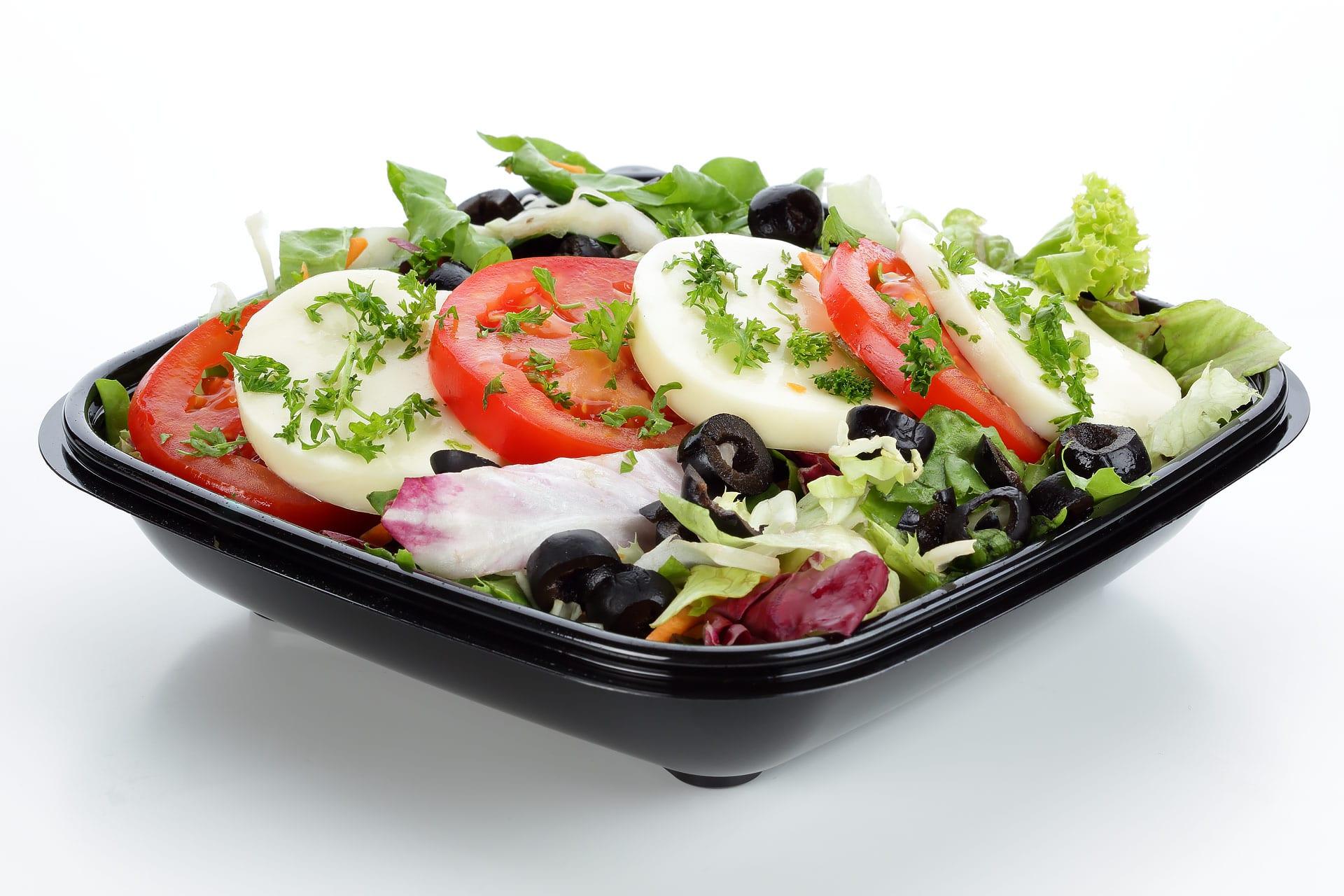 Foodfotografie von italienischem Salat mit Tomate Mozarella