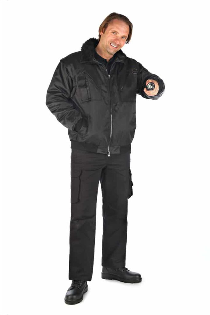 Arbeitshose für Sicherheitsdienst mit männlichem Model
