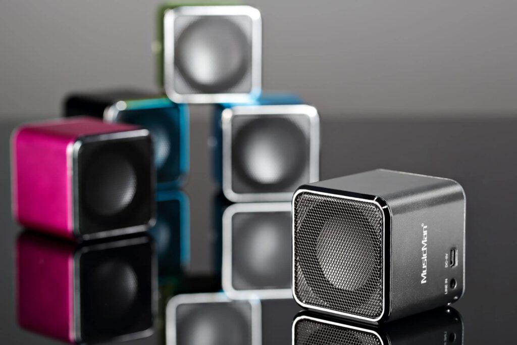Kreatives Foto mit Bluetooth Lautsprechern