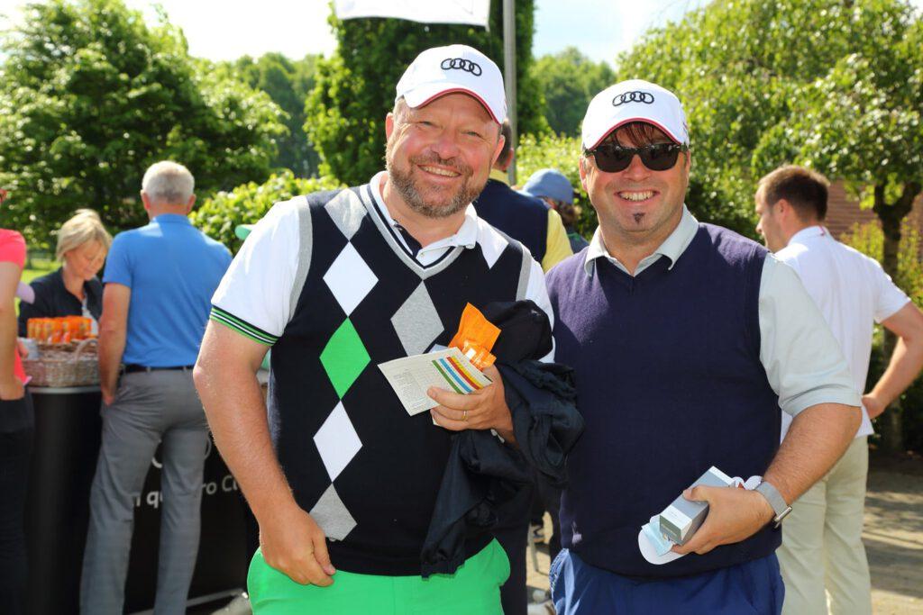 Fröhliche Golfer
