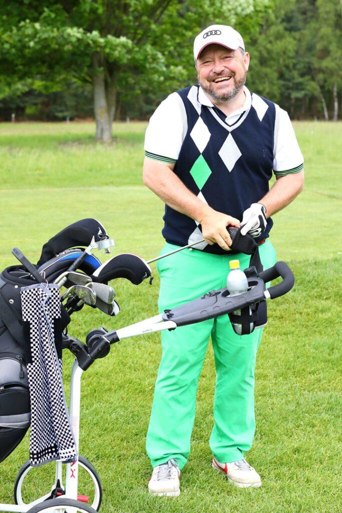 Golfer beim Spielen fotografiert